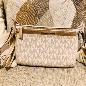 NWT Michael Kors Crossbody with matching Wristlet!